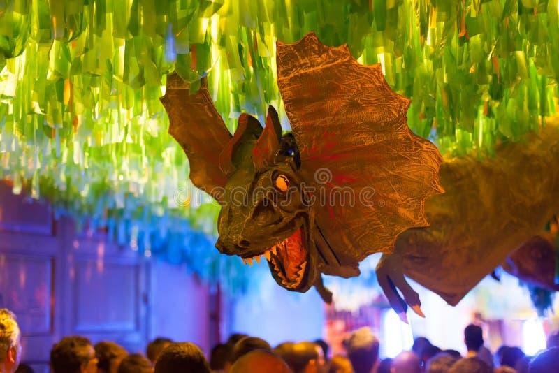 Gracia Festival Decorations i natt. Barcelona royaltyfria foton