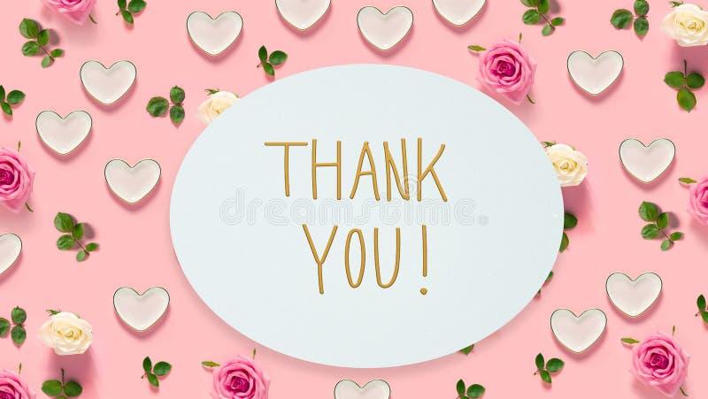 Gracias mensaje con las rosas y los corazones fotografía de archivo