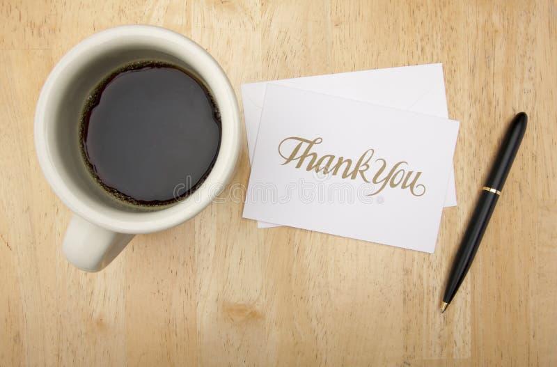 Gracias tarjeta, pluma y café de nota fotos de archivo