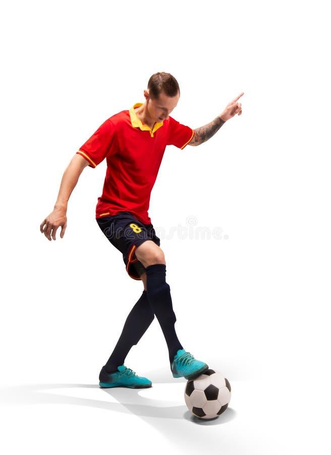 Gracz futbolu kontroluje piłkę odizolowywającą na bielu zdjęcia stock