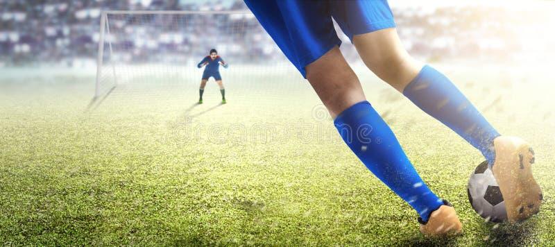 Gracz futbolu mężczyzna kopie piłkę w kary pudełku obraz royalty free