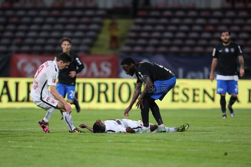 Gracz futbolu, Patrick Ekeng umiera po zawalenia się podczas Dinamo Bucharest gry obraz stock