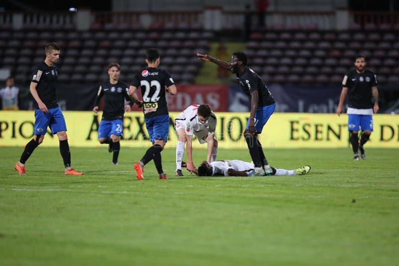 Gracz futbolu, Patrick Ekeng umiera po zawalenia się podczas Dinamo Bucharest gry fotografia stock