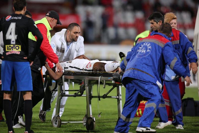 Gracz futbolu, Patrick Ekeng umiera po zawalenia się podczas Dinamo Bucharest gry fotografia royalty free