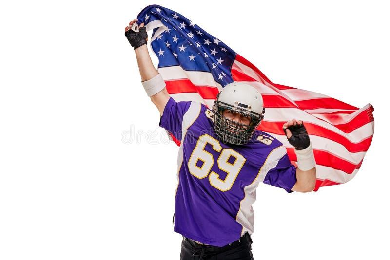 Gracz Futbolu z mundurem i flagą amerykańską świętuje zwycięstwo, na białym tle obrazy royalty free