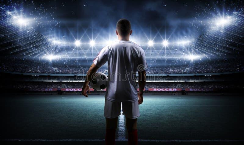 Gracz Futbolu Z piłką Na polu stadium zdjęcia stock