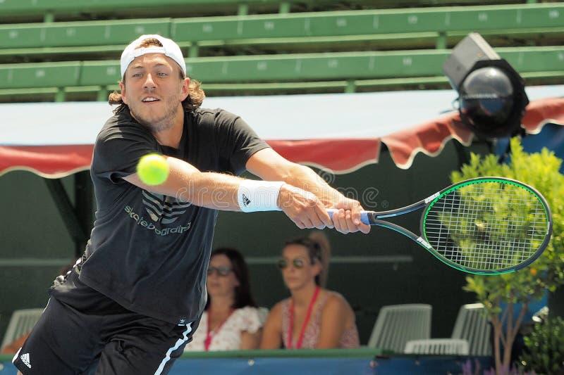 Gracz w tenisa Lucas Pouille narządzanie dla australianu open przy Kooyong Klasycznym Powystawowym turniejem fotografia royalty free