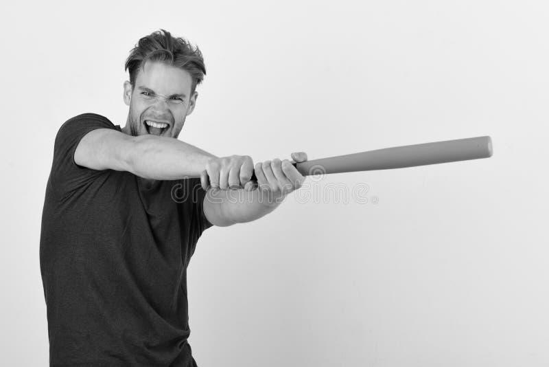 Gracz z szczęśliwą i zadowoloną twarzą bawić się baseba sporty i baseballa stażowego pojęcie Facet w zmroku - błękitny tshirt zdjęcie stock
