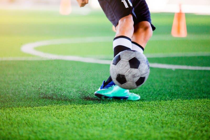 Gracza piłki nożnej krótkopędu piłka zdjęcie stock