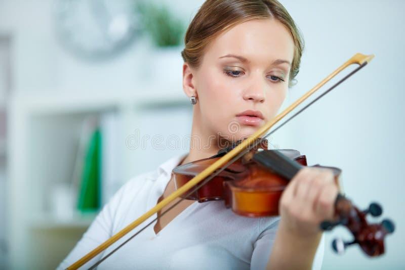 gracza skrzypce fotografia royalty free