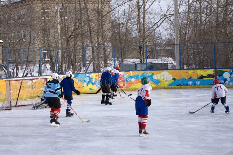 Gracze świętuje srebrny medal wygranę przy światowym hokejowym mistrzostwem osobiście są fotografia stock