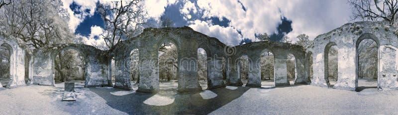 Foto des Infrarots 360 der Kirchenruine stockbild
