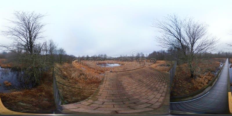 360 Grad, kugelförmiges, nahtloses Panorama einer Spur stockbilder