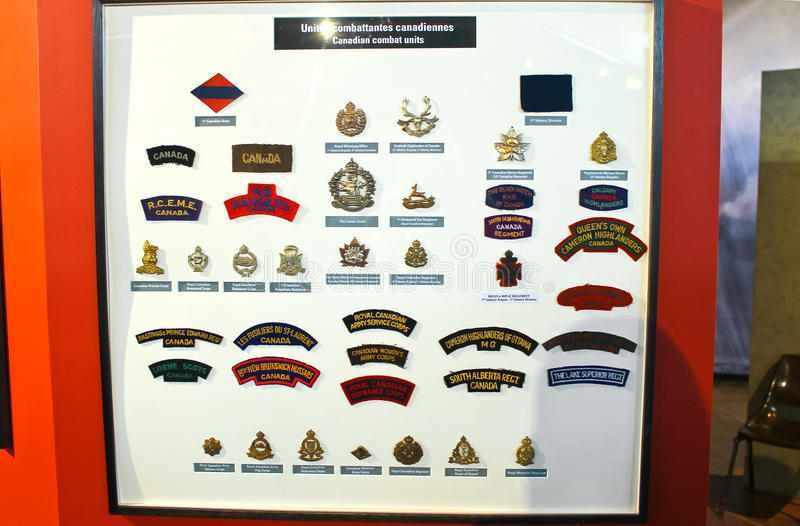 Gradbeteckningen förser med märke den kanadensiska armén på museet royaltyfri fotografi