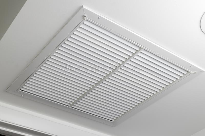 Grade branca do respiradouro do filtro de ar do teto fotos de stock