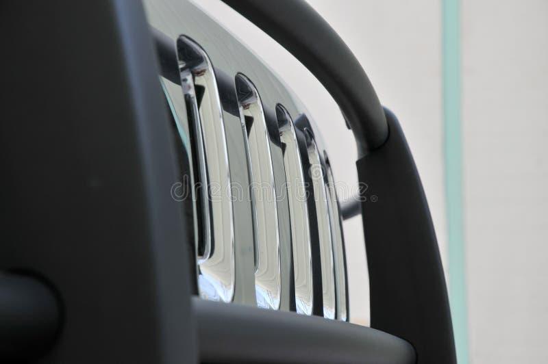 Grade dianteira do Hummer H3 fotografia de stock royalty free