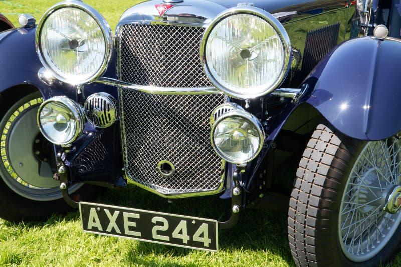 Grade e luzes azuis do carro de Alvis imagens de stock royalty free