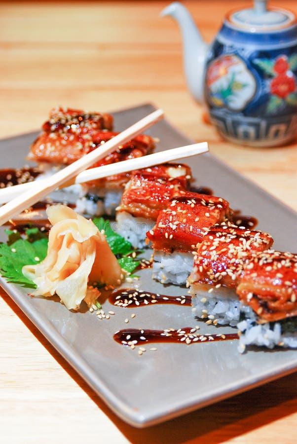 Grade japonesa da enguia no arroz imagem de stock