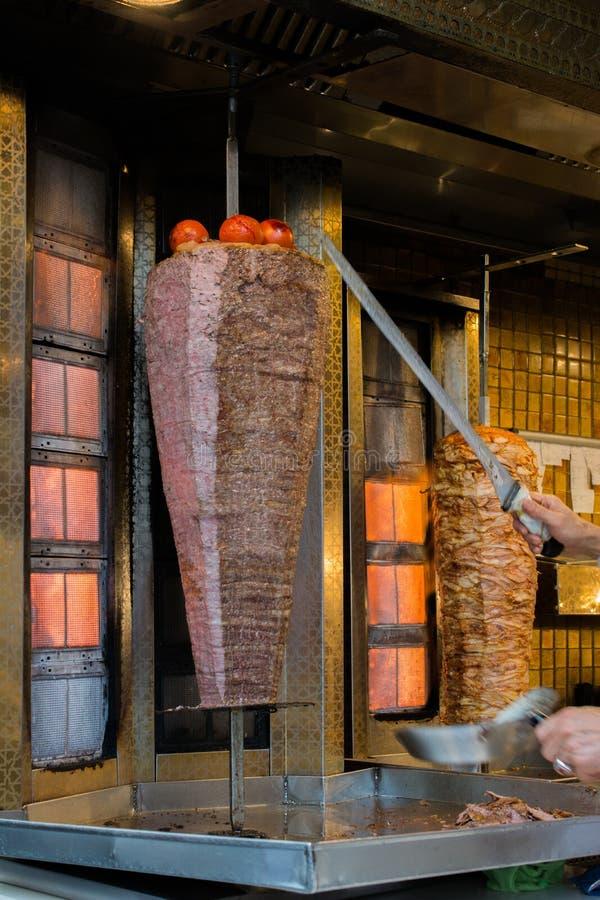 Download Grade Tradicional Do No Espeto De Doner Do Turco Foto de Stock - Imagem de istambul, roast: 107528738