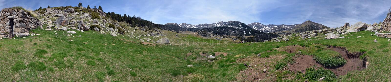 360 grader cylindrisk panorama av Madriu-Perafita-Claror Valle arkivfoton