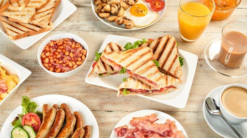 45 gradi di vista della prima colazione inglese immagini stock