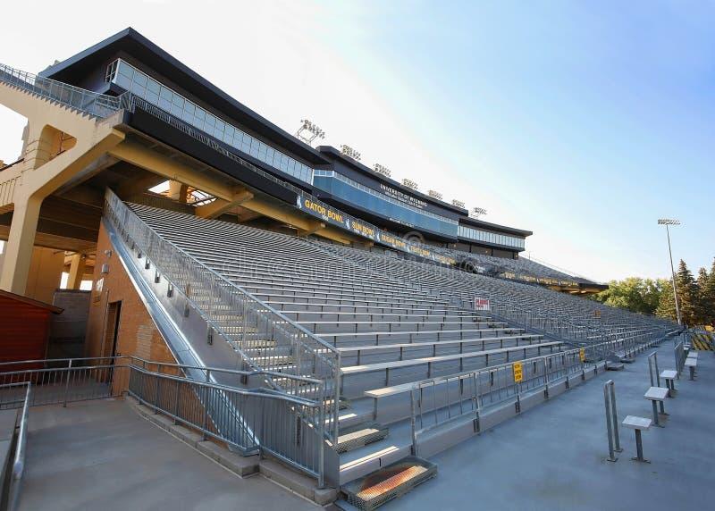 Gradinata dello stadio di football americano dell'istituto universitario immagine stock libera da diritti
