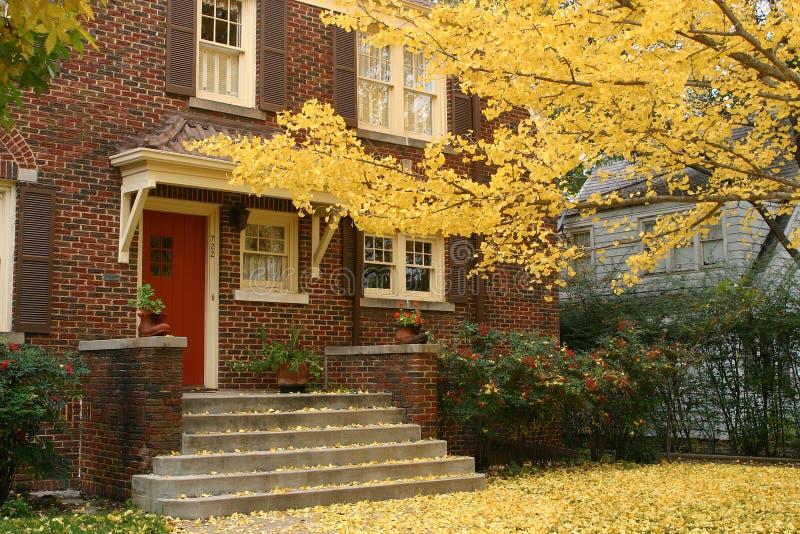 Gradino della porta di autunno fotografia stock libera da diritti