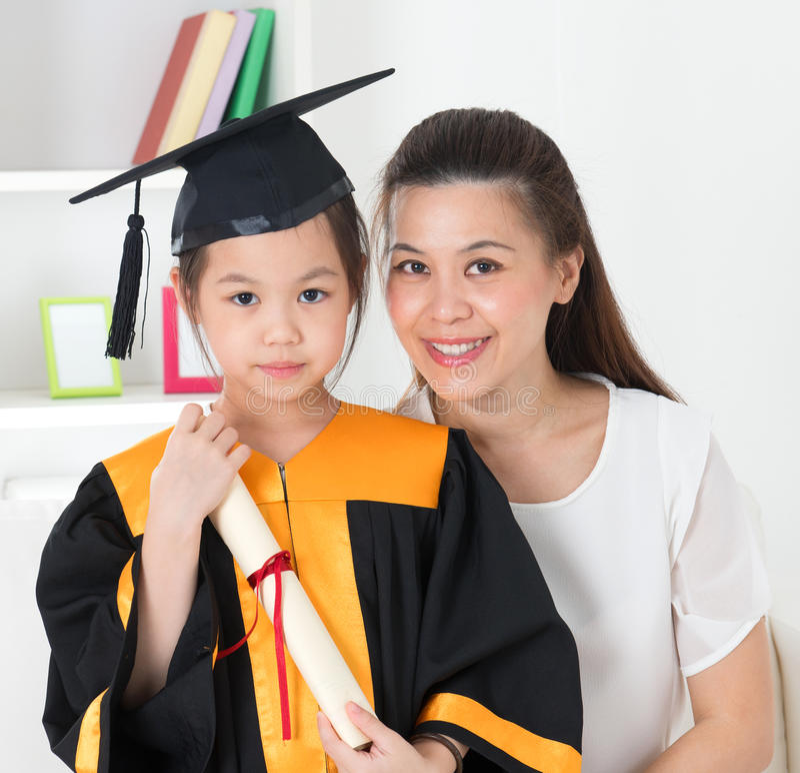 Graduação da criança da escola. imagens de stock royalty free