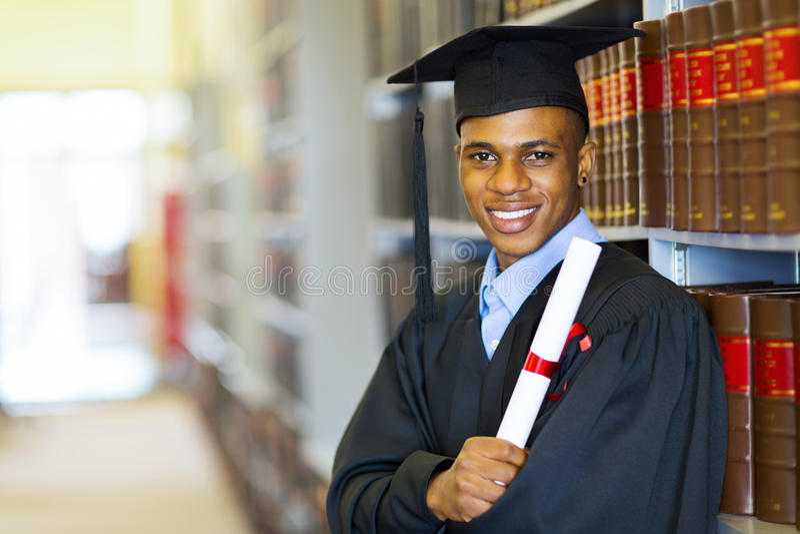 Graduado afro-americano da escola de direito imagens de stock royalty free
