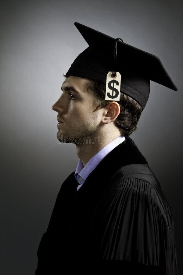 Graduado de faculdade com o preço da taxa de matrícula, vertical fotografia de stock