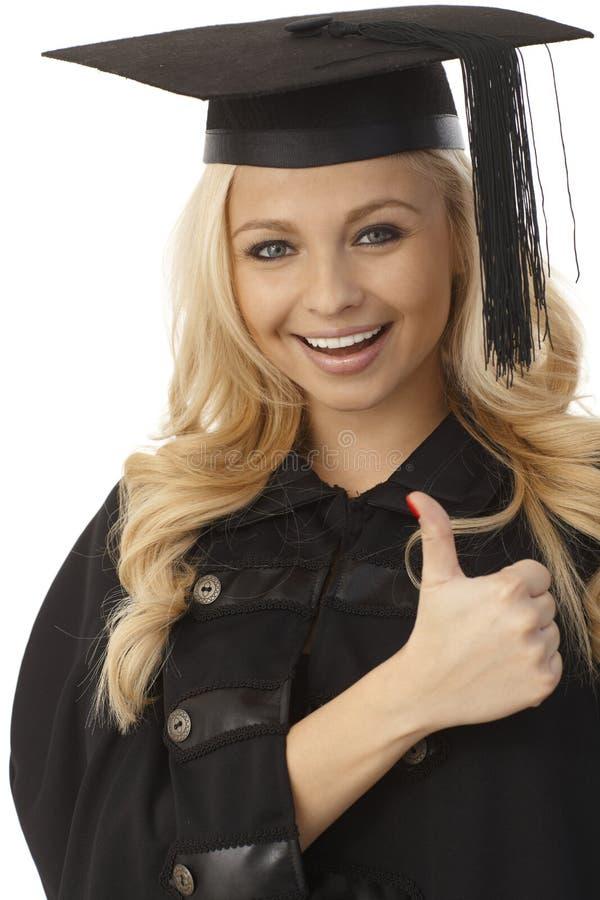 Graduado louro feliz da fêmea foto de stock