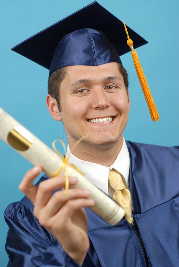 Graduado orgulhoso com diploma fotografia de stock royalty free