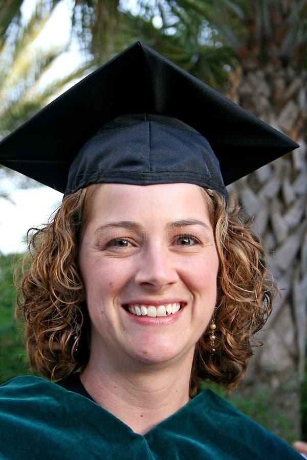 Graduado orgulhoso da fêmea foto de stock royalty free