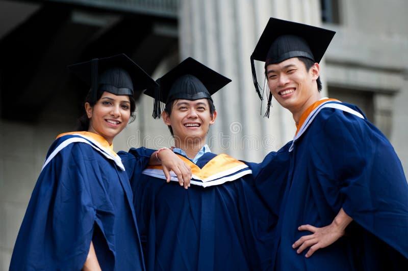 Graduados en vestíbulo imagen de archivo