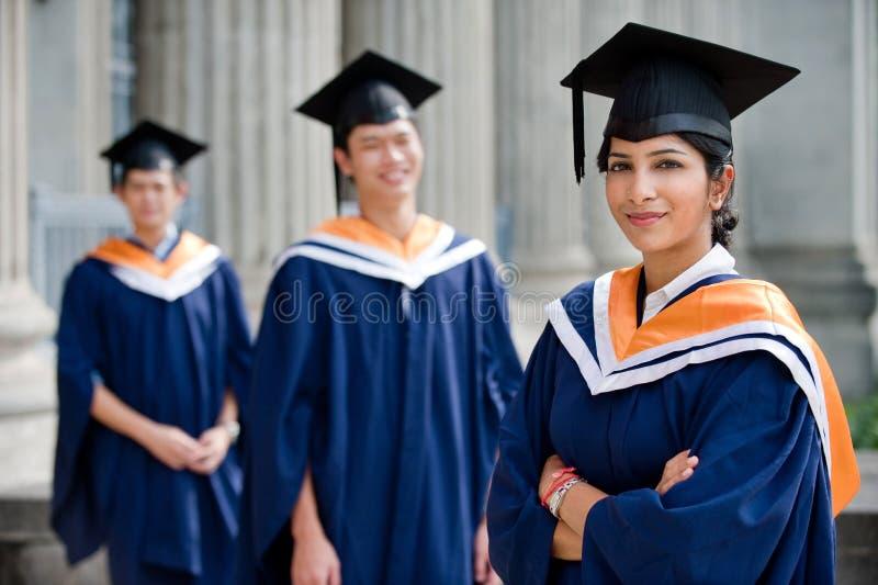 Graduados jovenes fotos de archivo