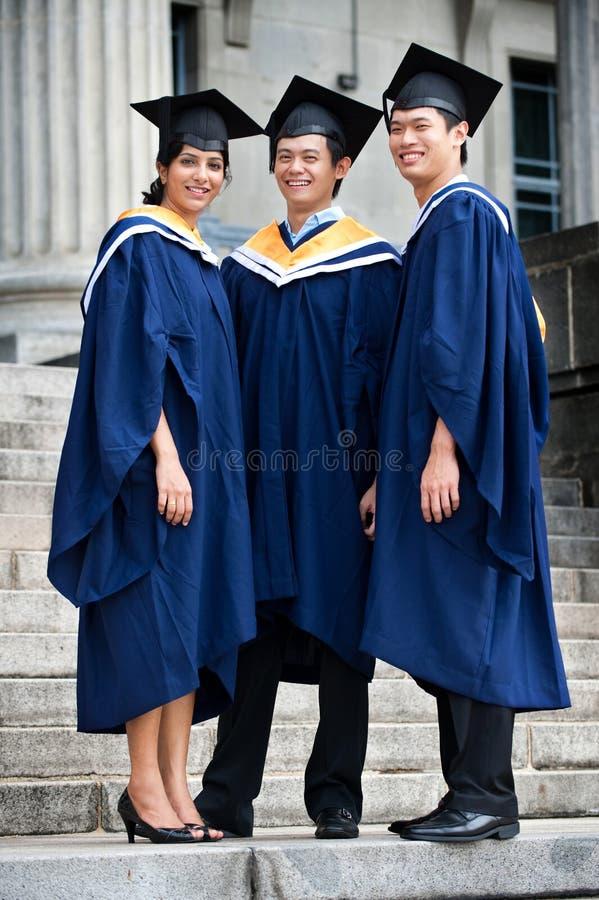 Graduados jovenes fotografía de archivo