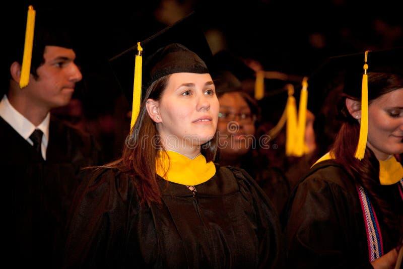 Graduados nerviosos el día de graduación fotografía de archivo libre de regalías