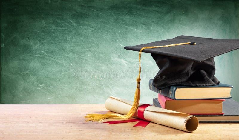 Graduatie GLB en Diploma op Lijst royalty-vrije stock foto