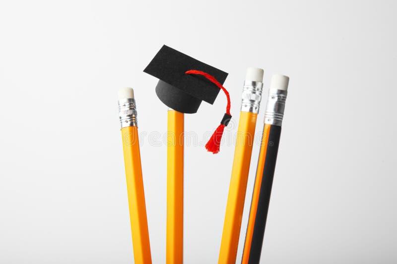 Graduatie GLB op potloden Het onderwijs, studie en leert concept royalty-vrije stock foto's