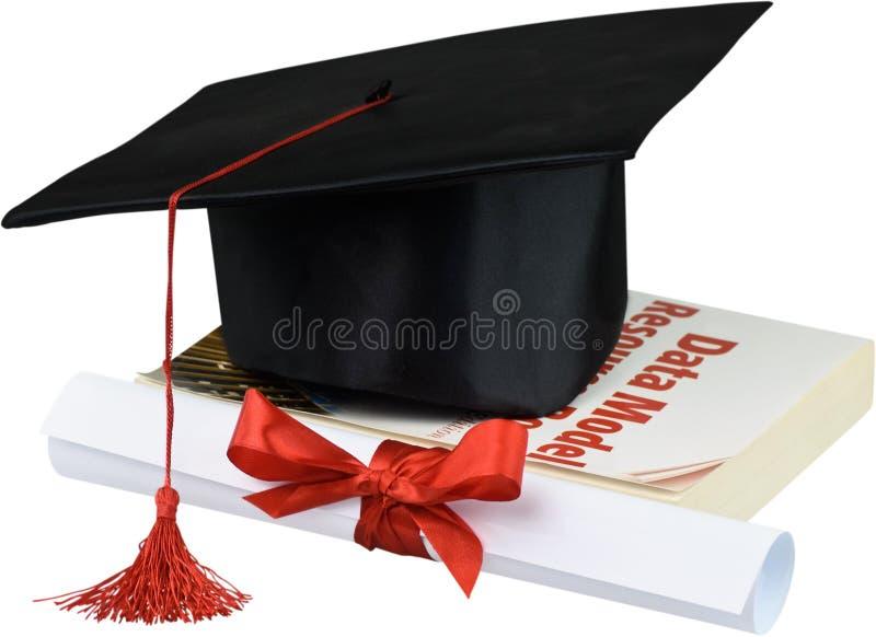 Graduatiehoed met leeswijzer, diploma met rood stock afbeelding