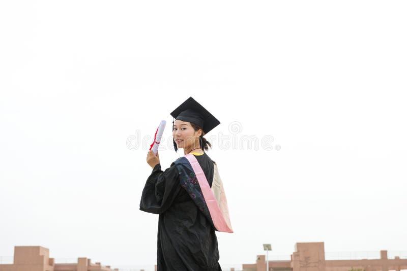 Graduiertes tragendes Staffelungskleid der Frau stockbilder