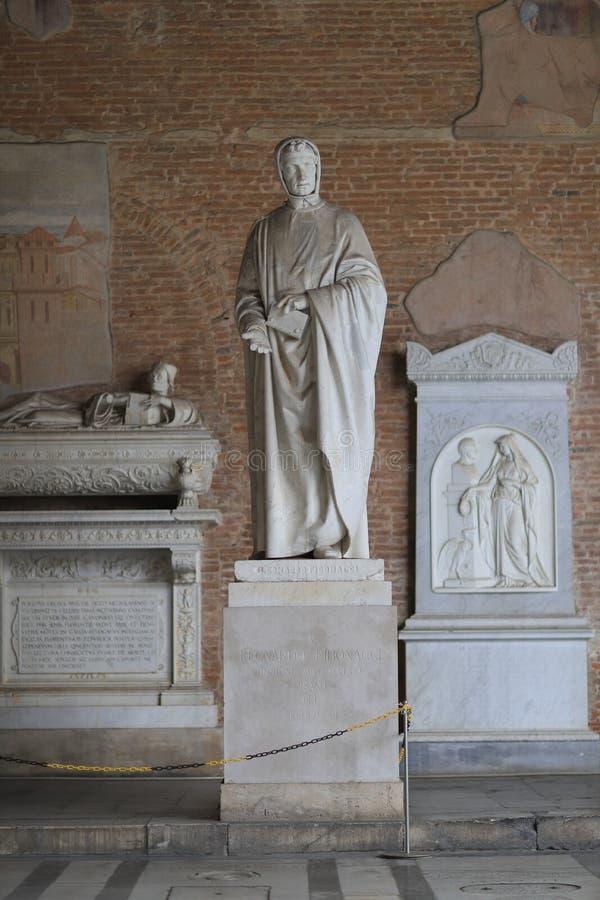 Graf van Leonardo Fibonacci in de Campo Santo begraafplaats in Pisa stock foto's