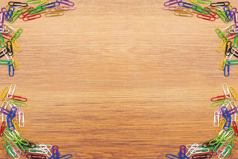 Graffette colorate su un fondo di legno immagini stock libere da diritti