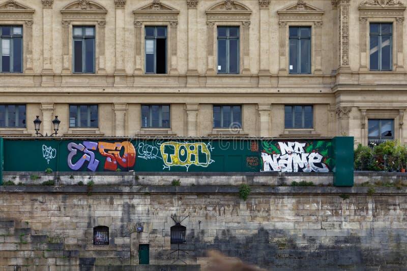 Graffiti ściany na wonton rzece zdjęcia stock