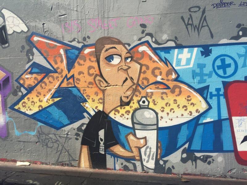 Graffiti - artiste tenant une peinture de jet photos libres de droits