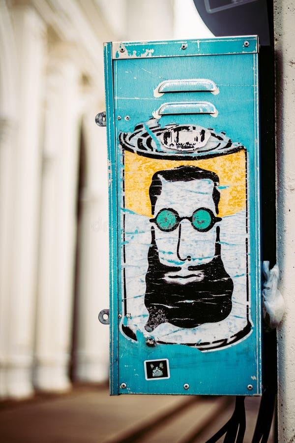 Graffiti artistici dell'autoadesivo sulla via fotografia stock
