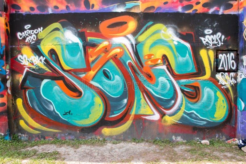 Graffiti astratti da un artista non identificato sulla parete immagine stock