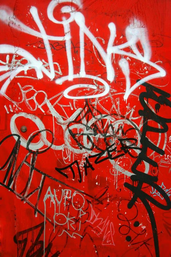 Graffiti auf dem Rot, vertikal stockfotografie