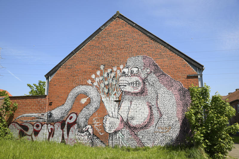 Graffiti auf einem Backsteinhaus, Doel, Belgien stockbild