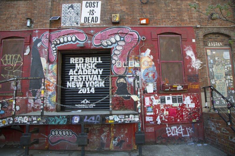 Graffiti bij de buurt van Williamsburg van het Oosten in Brooklyn, New York royalty-vrije stock foto's